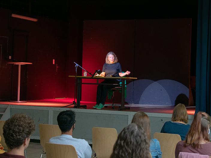Schauspielerin Katharina Schütz liest an unserer Schule