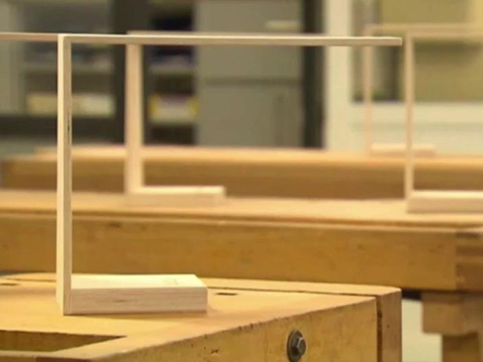Schüler der Axel-Bruns-Schule bauen Halterungen für Handys